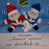 Вязаная игрушка – Дед Мороз