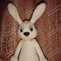 Белый заяц крючком — работа Анны
