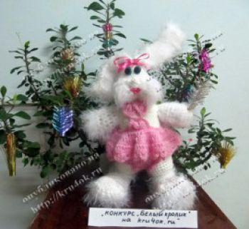 Мягкая игрушка Белый заяц. Вязание крючком.