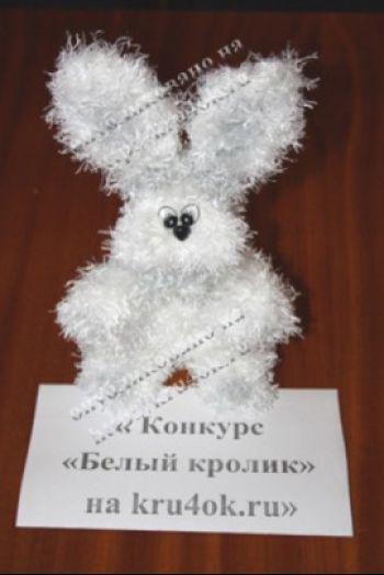 Белый кролик – работа Голубевой Галины Олеговны. Вязание крючком.