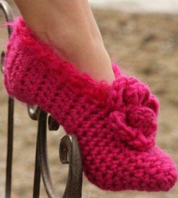 Красные тапочки – носочки. Вязание крючком.